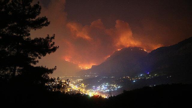 Dalaman'da başlayan yangın Göcek'e ulaştı: Evler boşaltıldı