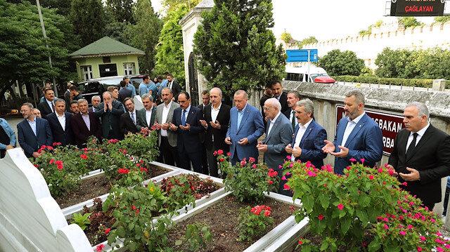 Cumhurbaşkanı Erdoğan, Erbakanın kabrini ziyaret etti