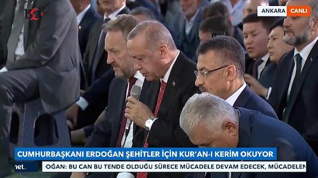 Cumhurbaşkanı Erdoğandan şehitlerimiz için Kuran-ı Kerim tilaveti