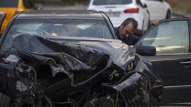 Sürücü kazadan yara alamadan kurtuldu.