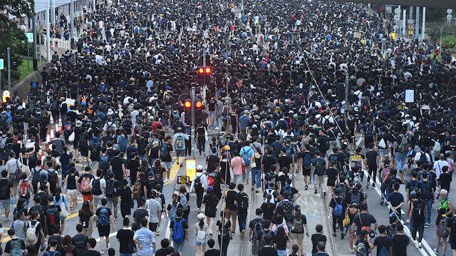 Hong Kong'da halk yeniden sokaklarda: Çin'e iade yasası protesto ediliyor