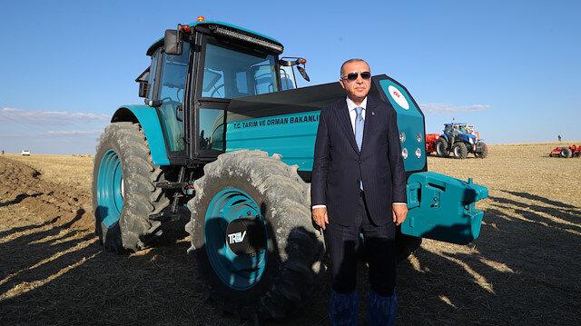 Cumhurbaşkanı Erdoğan biçerdöverle buğday hasadı yaptı