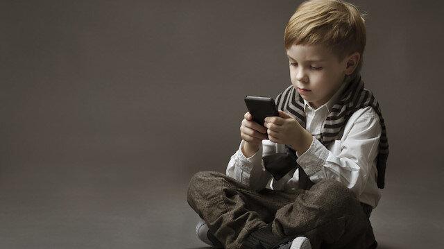 Çocuklarınıza cep telefonu verirken bir kez daha düşünün!