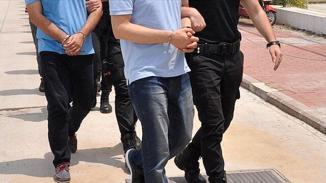 İzmir'de FETÖ operasyonu: 20'si muvazzaf 23 şüpheliye gözaltı kararı