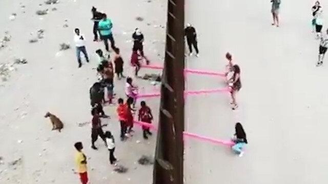 ABD-Meksika sınırı bu kez çocukları birleştirdi