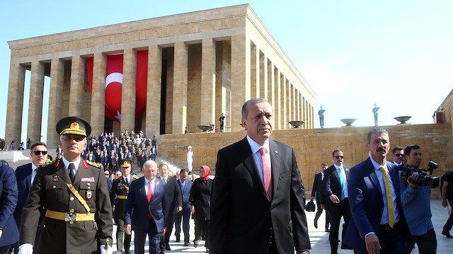 Cumhurbaşkanı Erdoğan ile YAŞ üyelerinden Anıtkabir'e ziyaret