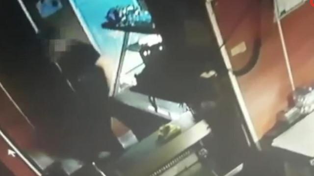 Fırından para çalan hırsız kamerada