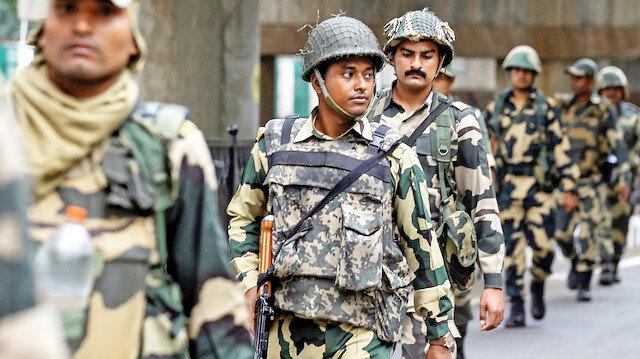 Keşmir'de 500 gözaltı