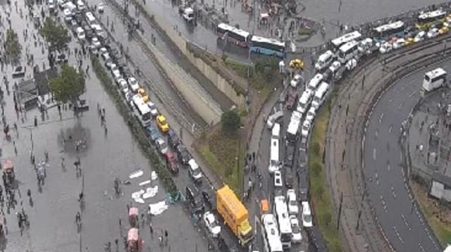 Sağanak yağmur İstanbul'u felç etti: Trafik durdu