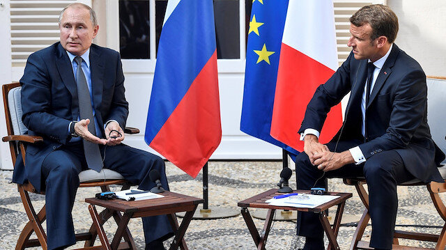 Putin ve Macron'un beden dili ne anlattı?