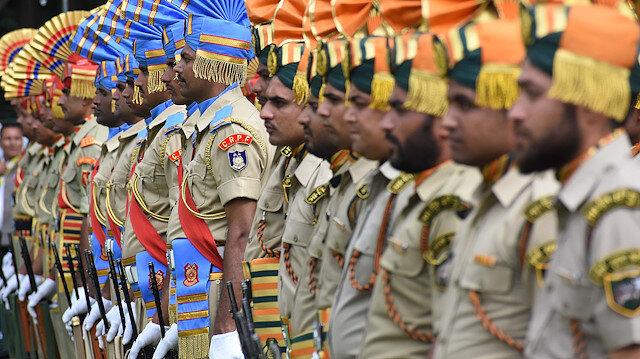 Hindistan Keşmir'e 125 bin kişilik güvenlik gücü konuşlandırdı