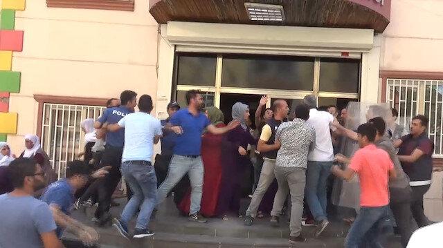 HDPliler oturma eylemi yapan aileye saldırdı