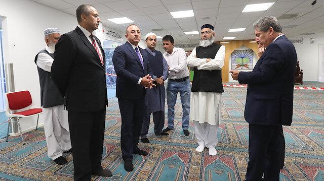 Çavuşoğlu Norveç'te saldırıya uğrayan camiyi ziyaret etti