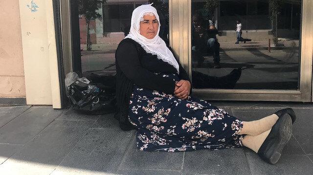 Diyarbakır'da dört aile HDP kapısında oğulları için eylem başlattı