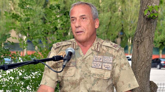 FETÖ'cüleri menfezde yakalayan komutan Erzurum'da göreve başladı