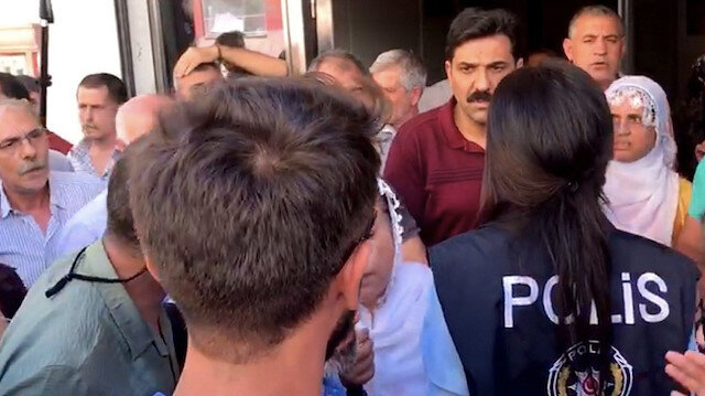 HDP'lilerden, oturma eylemi yapan anneleri ziyaret eden Vatan Partililere saldırı