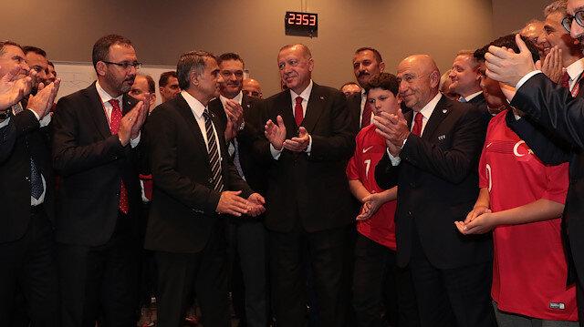 Erdoğan soyunma odasına inerek A Milli Takımı tebrik etti