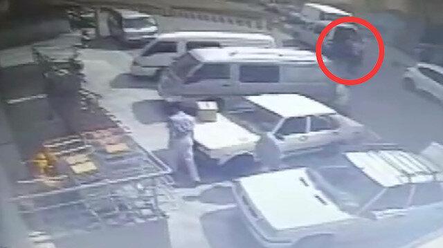 Emekli polis memuruna sopayla saldıran kişi böyle görüntülendi