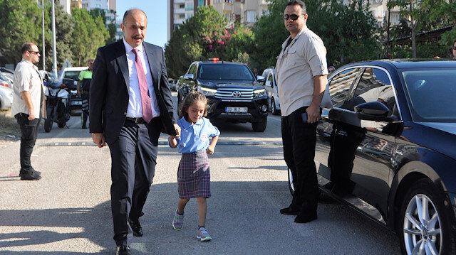 Şehit kızını okula Emniyet Müdürü götürdü