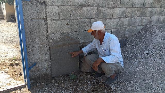 Tarihi mezar taşından duvar yaptı: Tesadüfen fark edildi