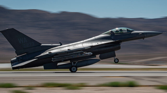 Türk F-16'lar Suriye hava sahasında