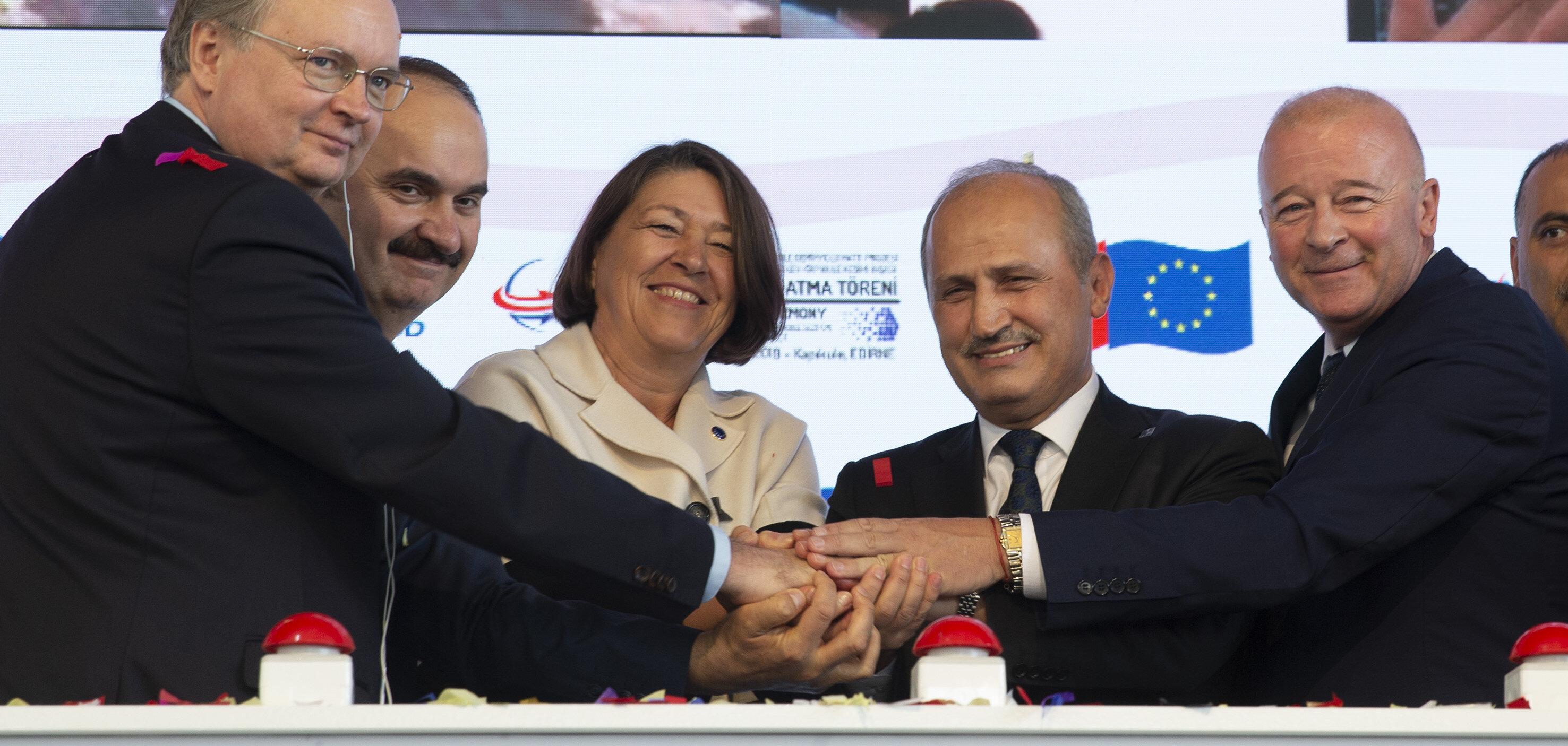 Ulaştırma ve Altyapı Bakanı Mehmet Cahit Turhan, 'Halkalı Kapıkule Demiryolu Hattı Projesi Temel Atma Töreni'ni gerçekleştirdi.