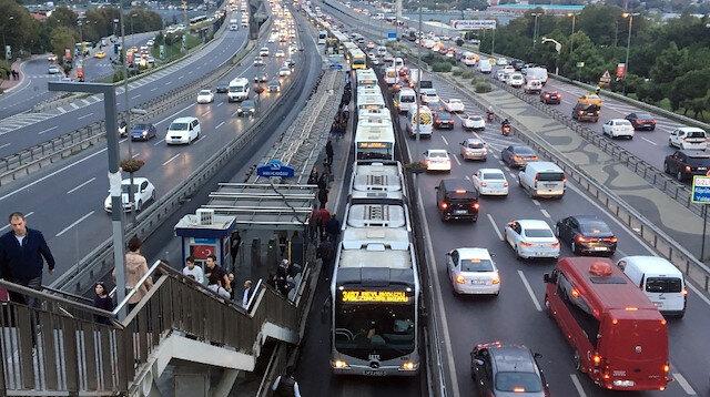Günlük 950 bin kişiyi taşıyan metrobüsten yıllık 165 milyon dolar gelir elde ediliyor