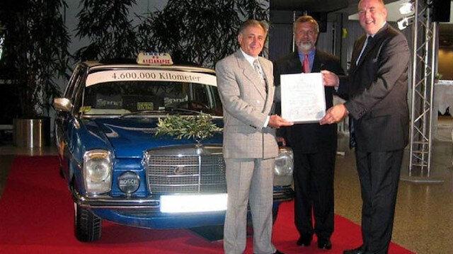 Yunan taksici 76 model Mercedes'i ile rekor kırdı: Müzeye konulan aracın yerine sıfırını verdiler