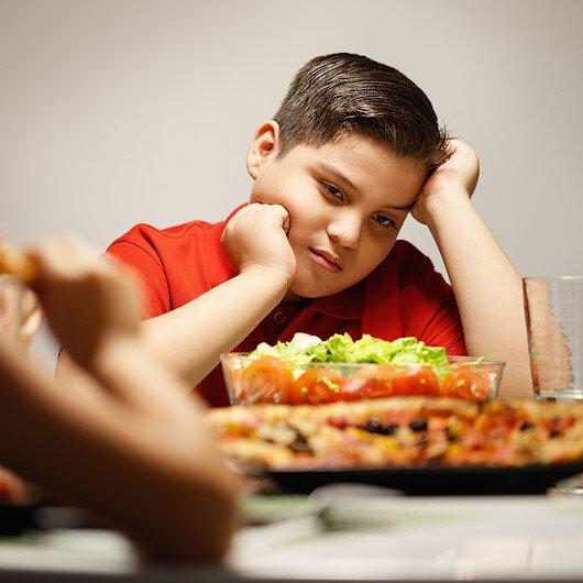 Obezitenin sebebi anne babalar: Çocukları ölüme sürüklemeyin!