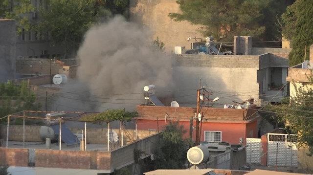 YPG/PKK'lı teröristler tarafından ateşlenen uçaksavar mermileri Ceylanpınar'da 3 eve isabet etti: 2 yaralı