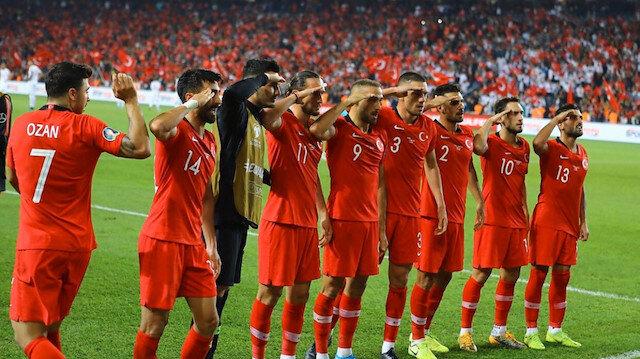 Milli takımımız Mehmetçike selam durdu