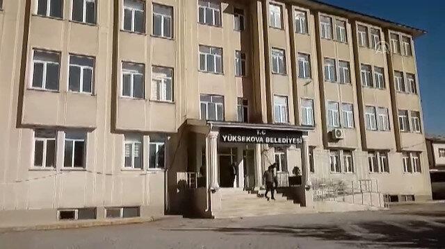 Polis ekiplerinden Yüksekova Belediyesinde arama