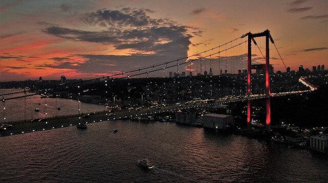 İstanbul semaları kızıla büründü, kartpostallık görüntüler ortaya çıktı