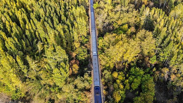 Doğu Ekspresi ile sonbaharda masalsı yolculuk: Renk cümbüşü içresinde eşsiz manzaralar sunuyor