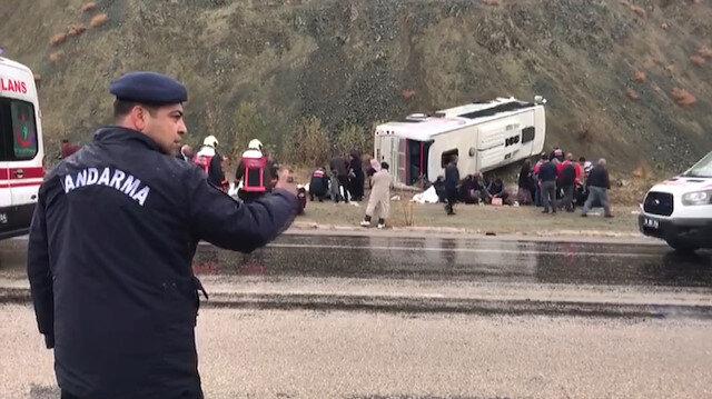 Ankara-Bala yolunda servis aracı devrildi