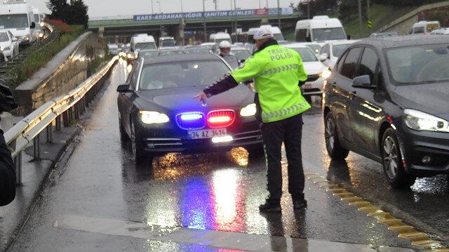 Çakar denetimi sırasında emniyet şeridi kullanan sürücüye ceza