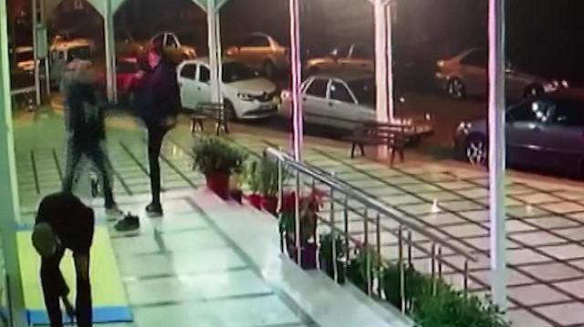 Yaşlı adam cami çıkışında tartıştığı kiracısının saldırısına uğradı