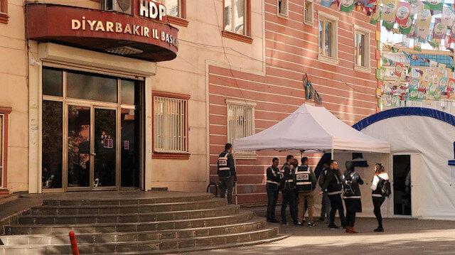HDP önündeki eylemde 64'üncü gün: Parti binası kapatıldı, aileler tepki gösterdi