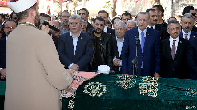Erdoğan, AK Parti Grup Başkanvekili Akbaşoğlu'nun annesinin cenaze törenine katıldı