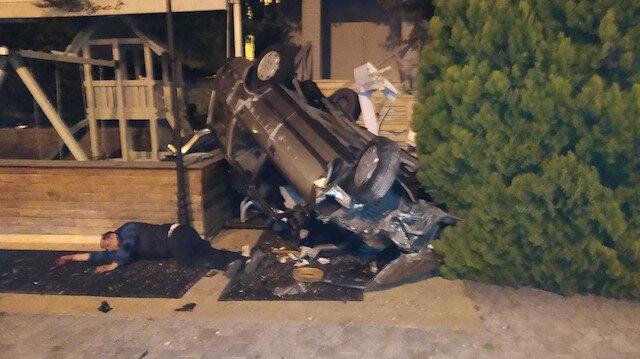 İstanbul'da kontrolden çıkan otomobil restoranın bahçesine uçtu