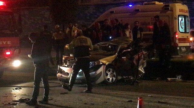 Sakarya'da 4 aracın karıştığı kazada biri bebek 3 kişi hayatını kaybetti