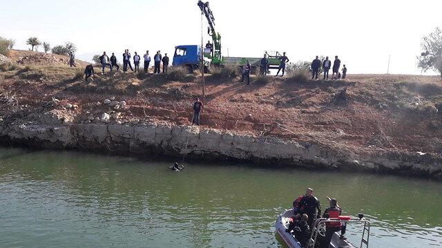 Annesinden çalıp baraj gölüne attı: Balık adamlar böyle çıkardı