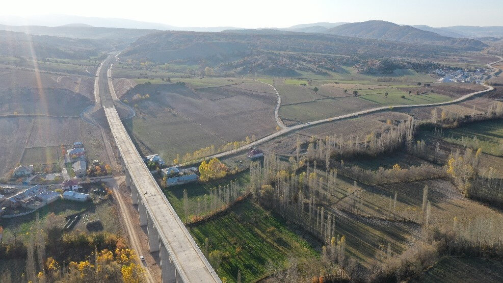 Türkiye'de ulaşım alanında devam eden en büyük projelerden birisi olan Sivas-Ankara Yüksek Hızlı Tren projesinde sona yaklaşıldı.