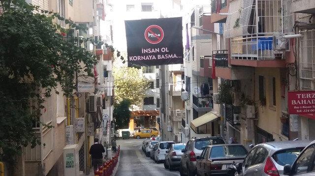 'İnsan ol kornaya basma' pankartını gören sürücüler kornaya basmadı: Gürültü bıçak gibi kesildi