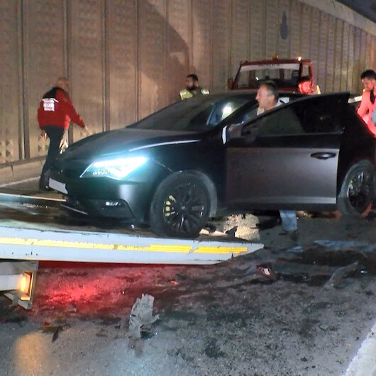 Başakşehirdeki zincirleme kazada araçlar pert oldu
