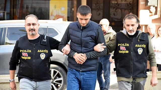 Kendisini 'polis' olarak tanıtan dolandırıcı, yolcu otobüsünde yakalandı