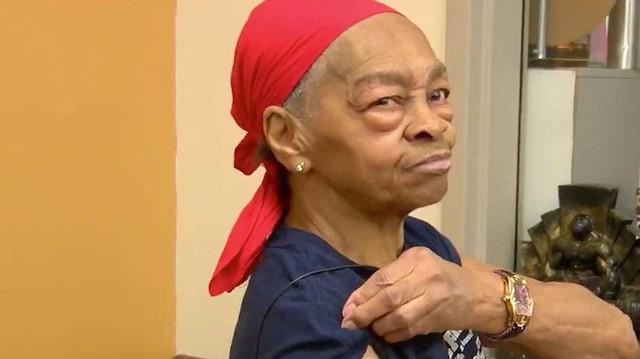 82 yaşındaki kadın, şampuan ve masa ile hırsızı alt etti: 'Çok yanlış bir ev seçti'