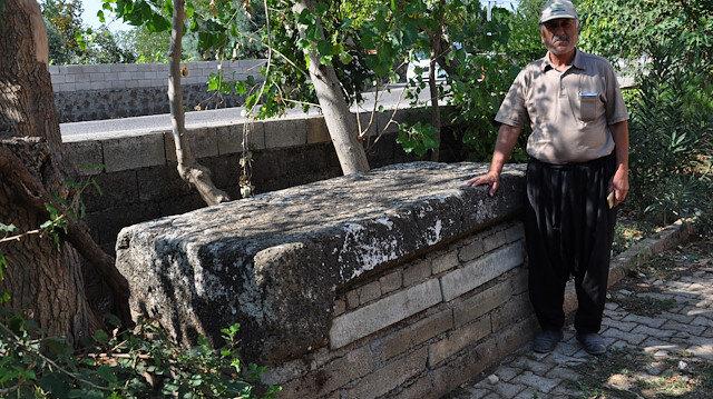 Gaziantep'te camideki musalla taşı Roma dönemine ait lahit çıktı
