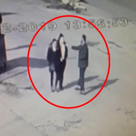 Yolda yürüyen iki kadına sinek kovucu sıvı atıp kaçtı