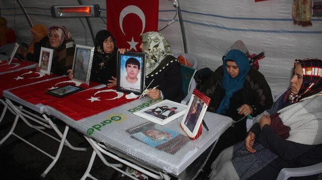 HDP önündeki ailelerin evlat nöbeti 91. gününde: PKK paçavrası Amerika'nın kuyu bekçiliğini yapıyor